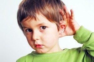 کودک کم شنوا