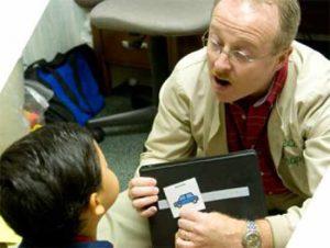 گفتار درمانی کودکان کم شنوا